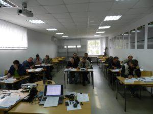 specialisty-supervajzery-v-auditorii-za-partami