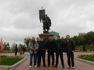 специалисты супервайзеры у памятника